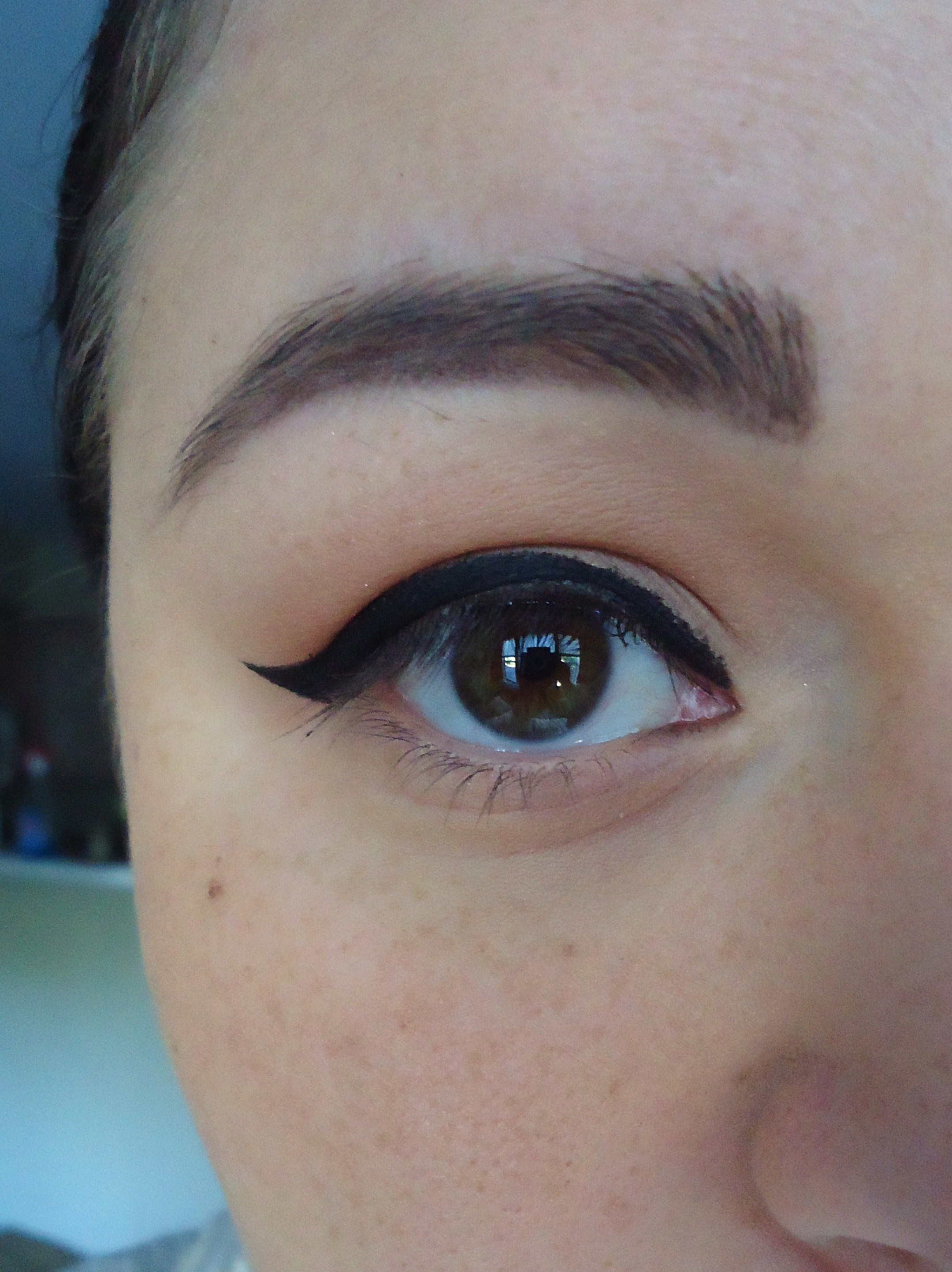Halloween: Achieving The Perfect Cat-Eye